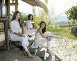 Á hậu Thanh Thanh Tú khoe vẻ đẹp ngọt ngào trong trang phục áo dài cách điệu.