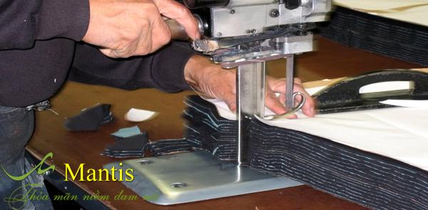 Nhà xưởng của đồng phục Mantis được trang bị máy may hiện đại