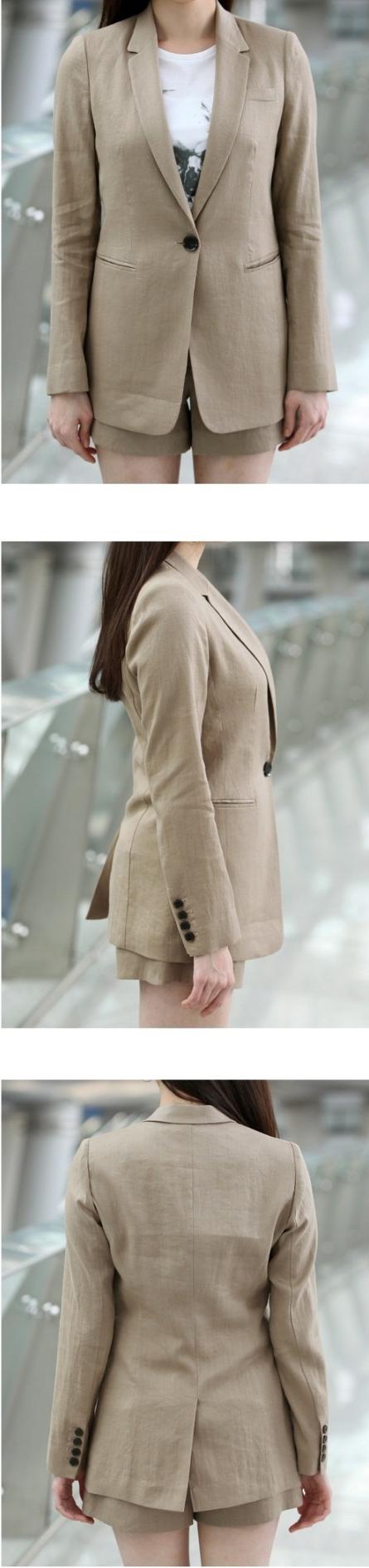 Đồng phục vest nữ 5 với thiết kế một khuy xẻ sau.
