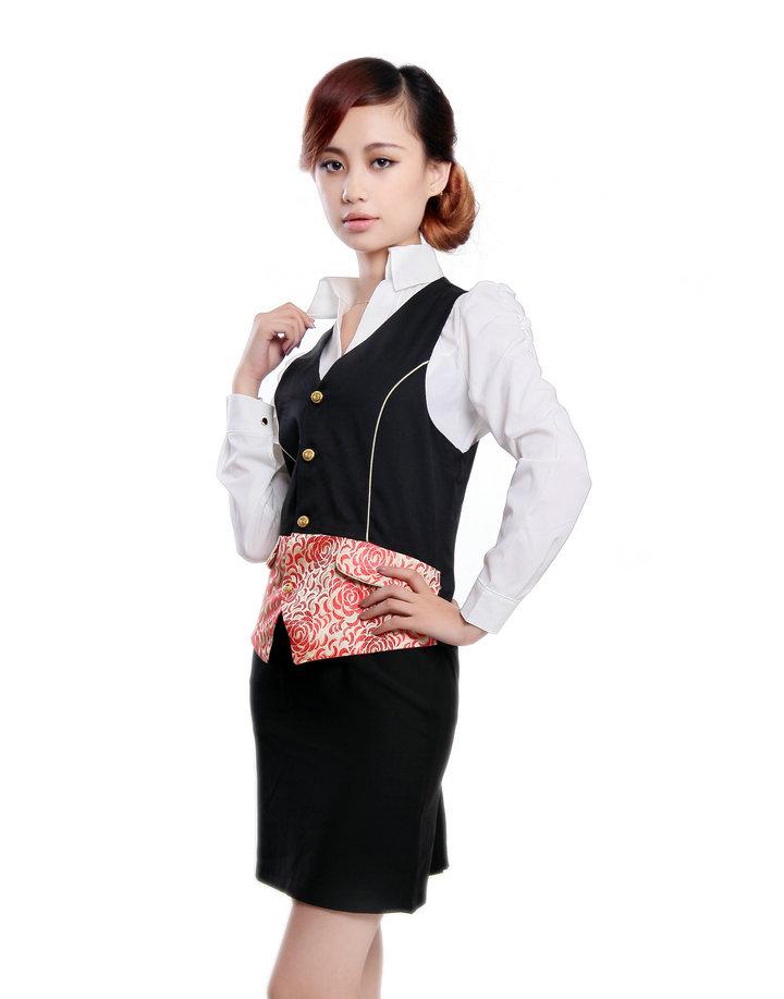 Thiết kế đồng phục lễ tân đẹp, ấn tượng với phong cách thời trang công sở