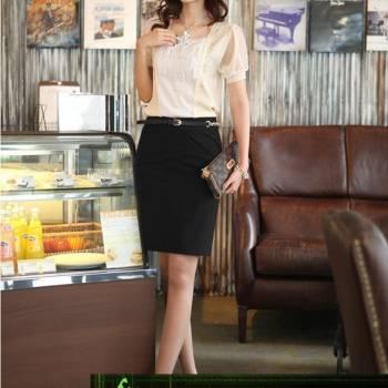 Với ai yêu thích sự đơn giản thì chân váy bút chì đen là một sự lựa chọn hoàn hảo.