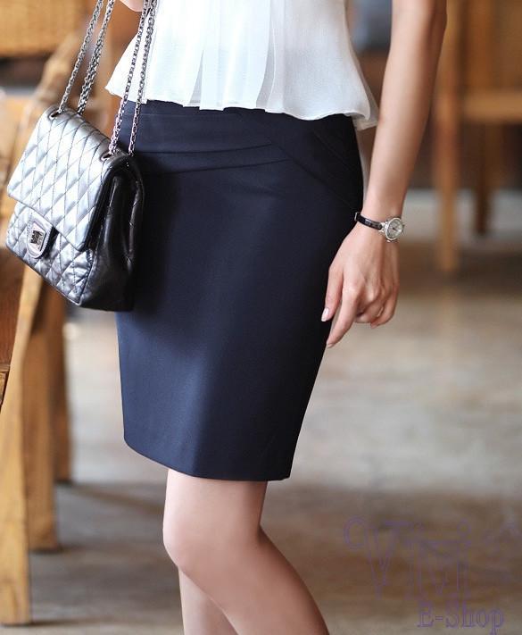 Phụ kiện đi kèm rất đơn giản: bạn có thể kết hợp với túi xách, ví cầm tay, hoặc thậm chí là một chiếc cặp da sang trọng.