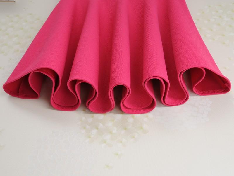 Vật liệu sử dụng may váy quây là tuyết mưa.