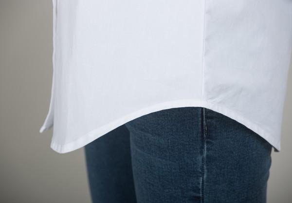 mẫu áo sơmi trắng công sở phong cách oversized. Ảnh 2