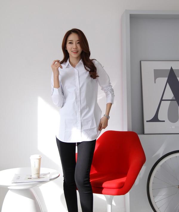 Áo sơ mi trắng có thể mix với nhiều trang phục khác nhau từ chân váy tới quần tây, jean, short.2