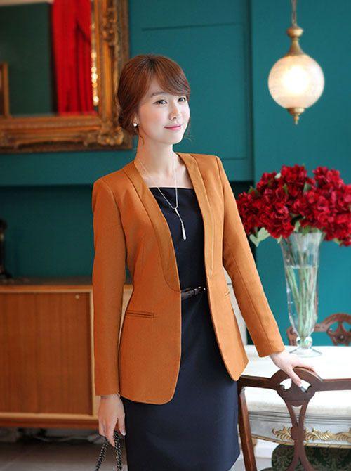 Áo vest là mẫu áo rất dễ dàng kết hợp cùng các trang phục khác như quần tây, áo sơ mi, chân váy, váy liền11