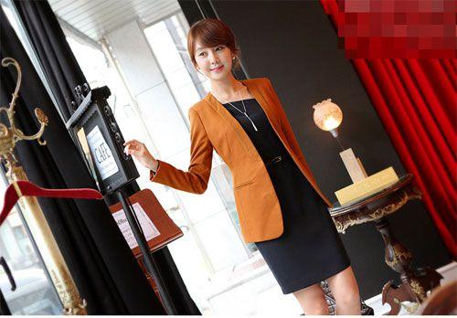 Áo vest là mẫu áo rất dễ dàng kết hợp cùng các trang phục khác như quần tây, áo sơ mi, chân váy, váy liền10