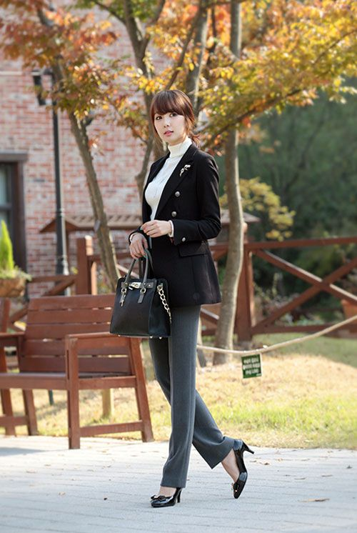 Áo vest là mẫu áo rất dễ dàng kết hợp cùng các trang phục khác như quần tây, áo sơ mi, chân váy, váy liền8