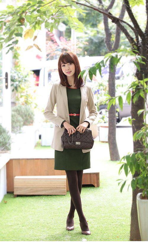Áo vest là mẫu áo rất dễ dàng kết hợp cùng các trang phục khác như quần tây, áo sơ mi, chân váy, váy liền3