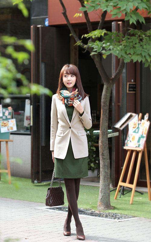 Áo vest là mẫu áo rất dễ dàng kết hợp cùng các trang phục khác như quần tây, áo sơ mi, chân váy, váy liền1