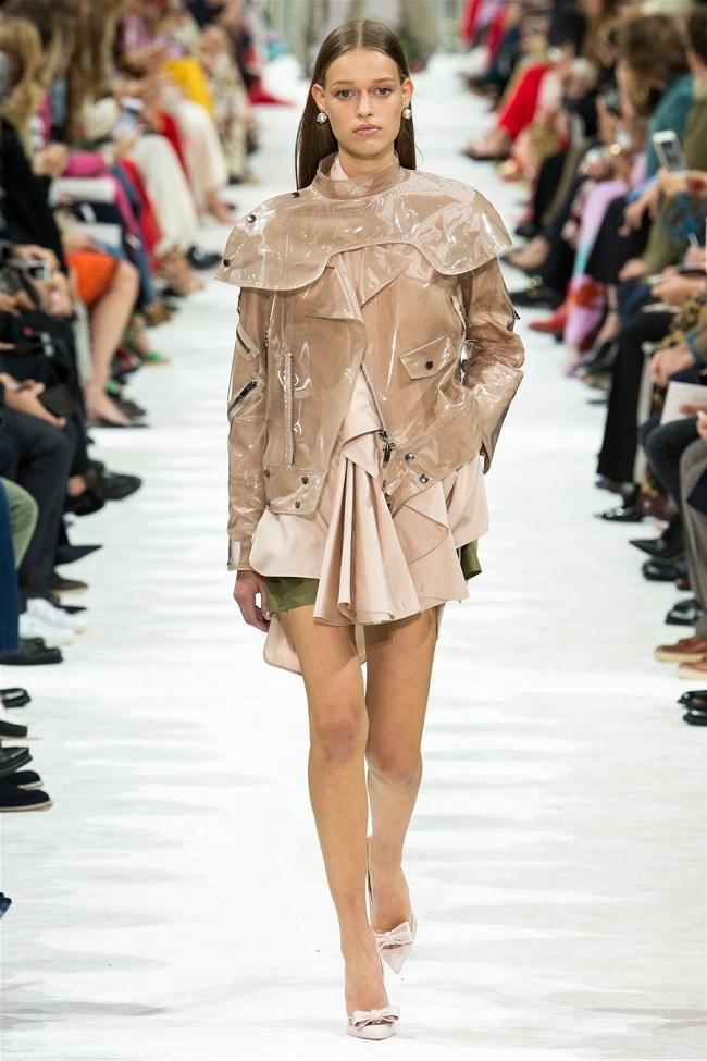 Các thương hiệu thời trang thế giới đã biến những chiếc áo khoác gió thành tiền như thế nào2