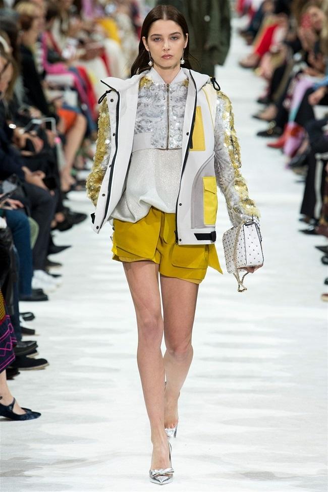 Các thương hiệu thời trang thế giới đã biến những chiếc áo khoác gió thành tiền như thế nào3