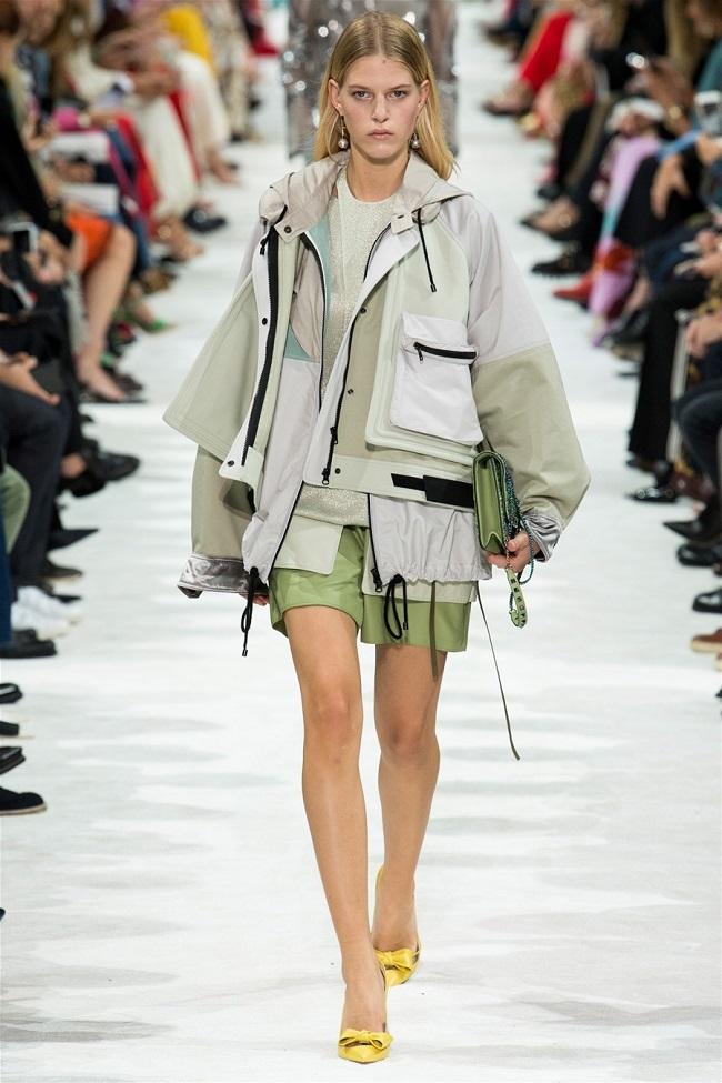 Các thương hiệu thời trang thế giới đã biến những chiếc áo khoác gió thành tiền như thế nào1
