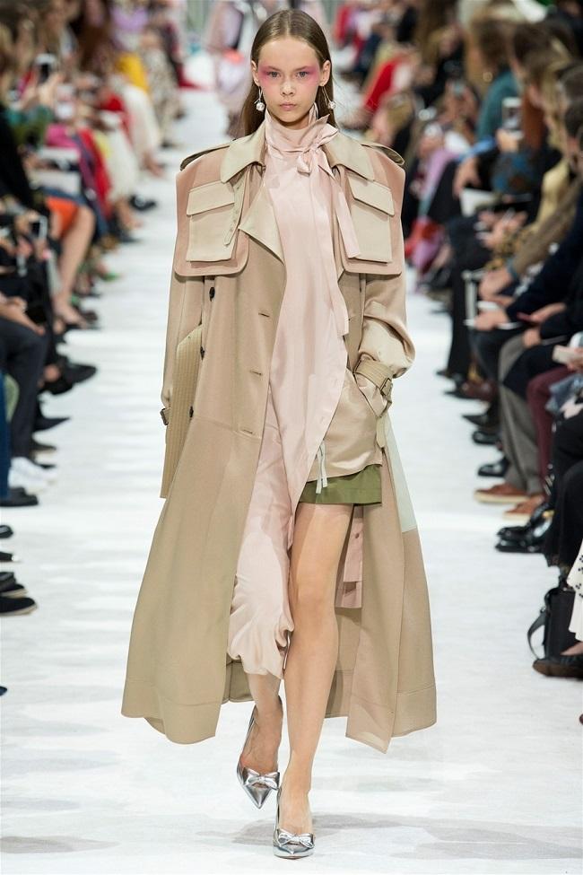 Các thương hiệu thời trang thế giới đã biến những chiếc áo khoác gió thành tiền như thế nào9