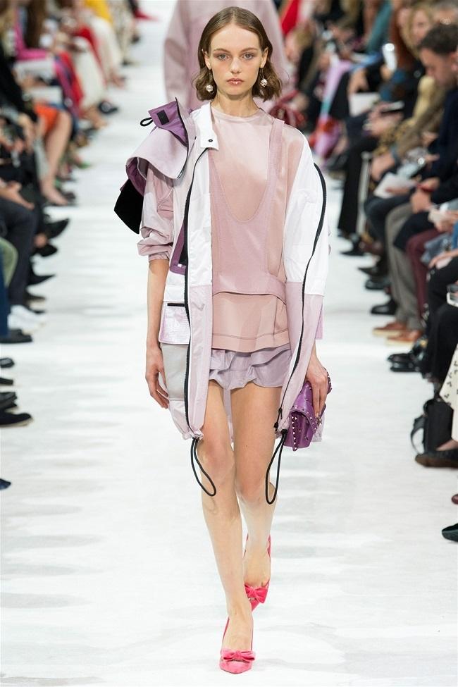 Các thương hiệu thời trang thế giới đã biến những chiếc áo khoác gió thành tiền như thế nào11
