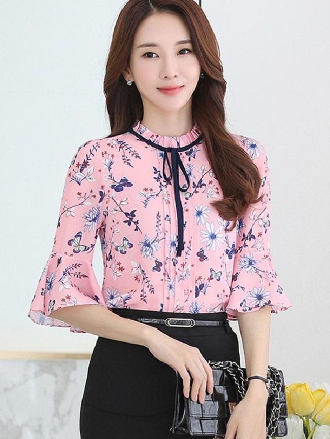 áo sơ mi nữ họa tiết đa dạng lạ mắt, dễ dàng kết hợp với nhiều kiểu trang phục khác nhau cho cô nàng công sở vẻ đẹp thanh lịch, trẻ trung nhưng không kém phần quyến rũ.