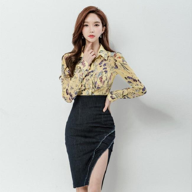 Những bông hoa từ nhỏ li ti đến rực rỡ trên chiếc áo sơ mi nữ nữ phong cách Hàn mang lại một diện mạo hoàn toàn mới cho người mặc trong mùa thu này.