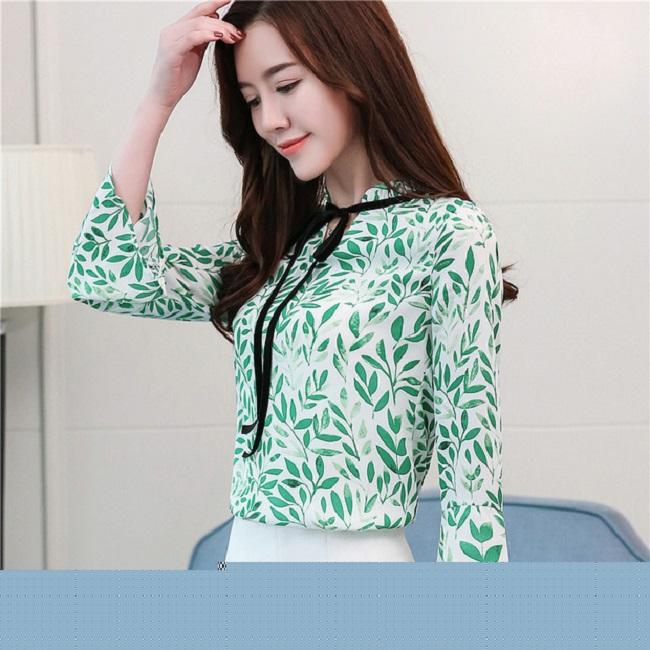 Để phù hợp hơn với xu hướng thịnh hành năm nay, các mẫu áo sơ mi nữ nữ họa tiết được thiết kế cách điệu nhiều kiểu đa dạng phù hợp với nhiều dáng người mặc và nhiều phong cách thời trang khác nhau.