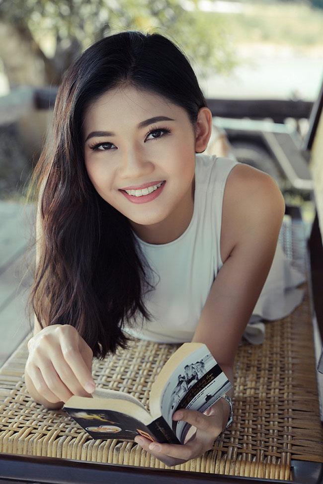 Thùy Dung có thể nói được tiếng Anh và tiếng Nhật lưu loát. Hiện cô đang là đại diện của Việt Nam tại cuộc thi Hoa hậu Thế giới 2017.