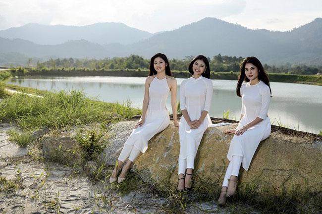 Thanh Thanh Tú, Đào Hà và Thùy Dung khoe sắc với áo dài.