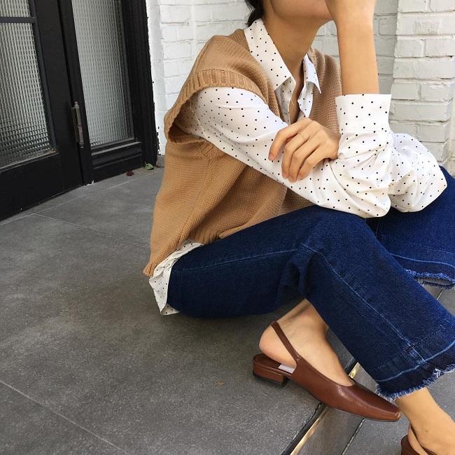 Cô nàng sành điệu trong nắng thu với áo gile len mượn của bà- Ảnh 6