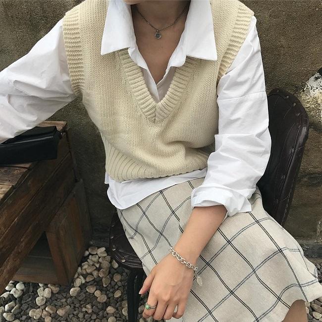 Cô nàng sành điệu trong nắng thu với áo gile len mượn của bà- Ảnh 8