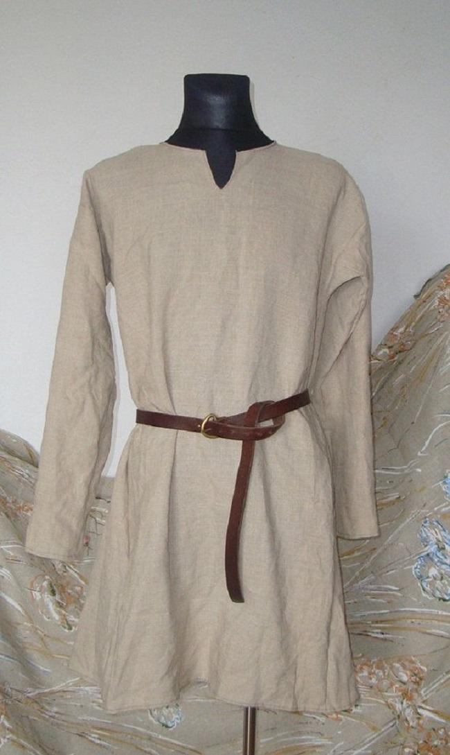 Chiếc áo sơ mi cho những tầng lớp thấp kém. Họ không có áo khoác mặc bên ngoài như một sự thể hiện địa vị.