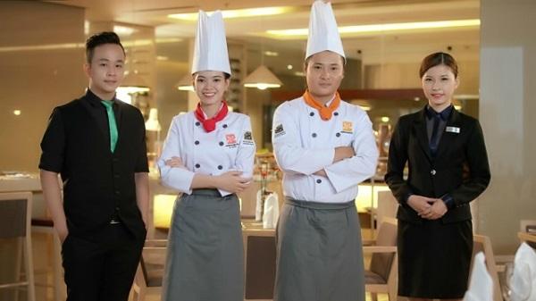 giữ gìn đồng phục đầu bếp sạch đẹp. lịch sự là một phẩm chất cần có của người đầu bếp.