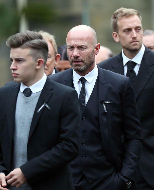 Buổi lễ còn có sự hiện diện của Alan Shearer.
