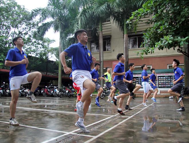 Buổi tập của trường THPT Việt Hoàng.2