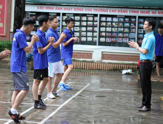 Buổi tập của trường THPT Việt Hoàng.