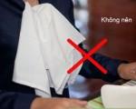 7 quy tắc vàng cần lưu ý khi sử dụng khăn ăn. Ảnh internet 1