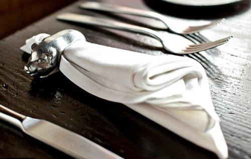 7 quy tắc vàng cần lưu ý khi sử dụng khăn ăn. Ảnh internet 2