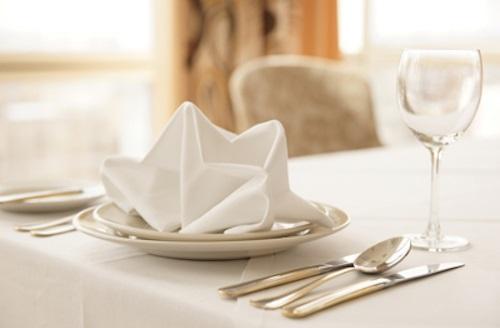 7 quy tắc vàng cần lưu ý khi sử dụng khăn ăn. Ảnh internet 3