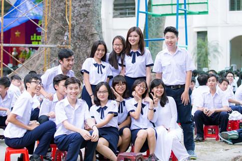 Á hậu Thùy Dung tinh khôi trong đồng phục học sinh8
