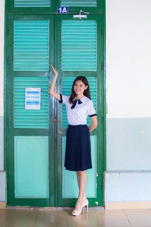 Á hậu Thùy Dung tinh khôi trong đồng phục học sinh11