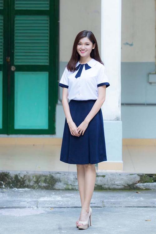 Á hậu Thùy Dung tinh khôi trong đồng phục học sinh2