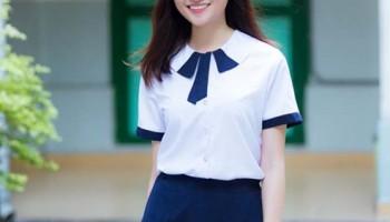Á hậu Thùy Dung tinh khôi trong đồng phục học sinh ngày tựu trường.