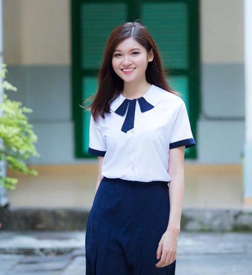 Á hậu Thùy Dung tinh khôi trong đồng phục học sinh3