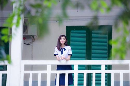 Á hậu Thùy Dung tinh khôi trong đồng phục học sinh4