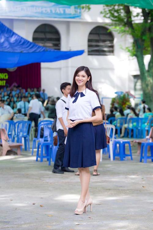 Á hậu Thùy Dung tinh khôi trong đồng phục học sinh5