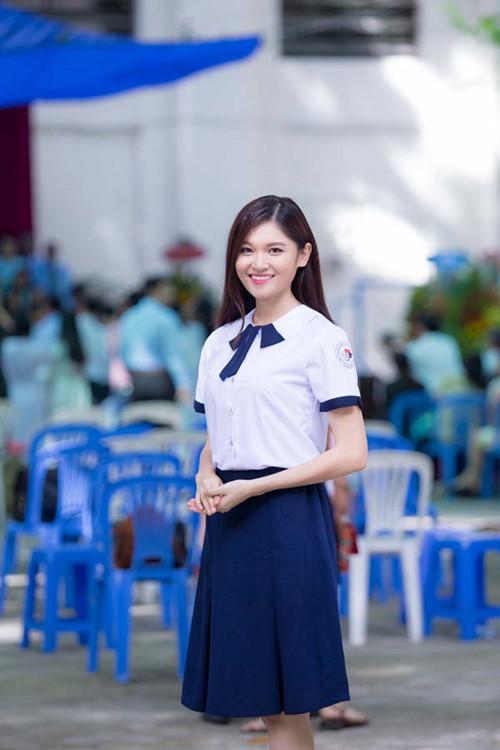Á hậu Thùy Dung tinh khôi trong đồng phục học sinh6