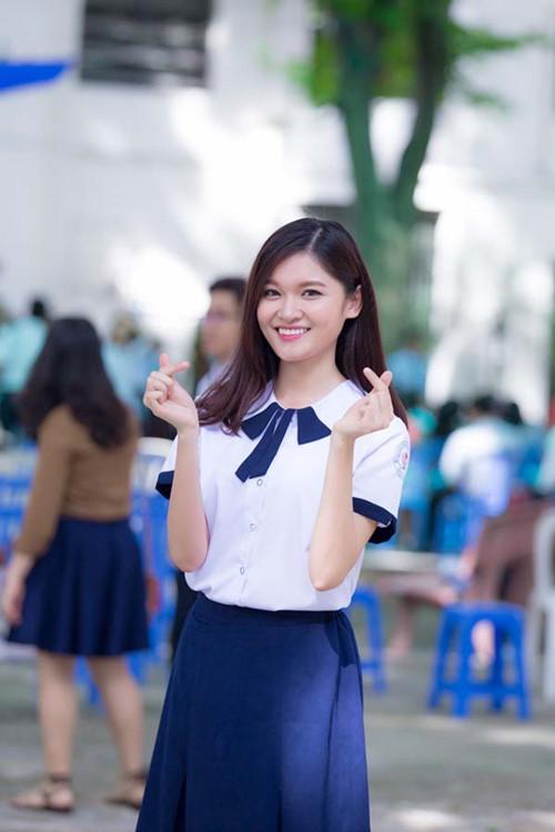 Á hậu Thùy Dung tinh khôi trong đồng phục học sinh7