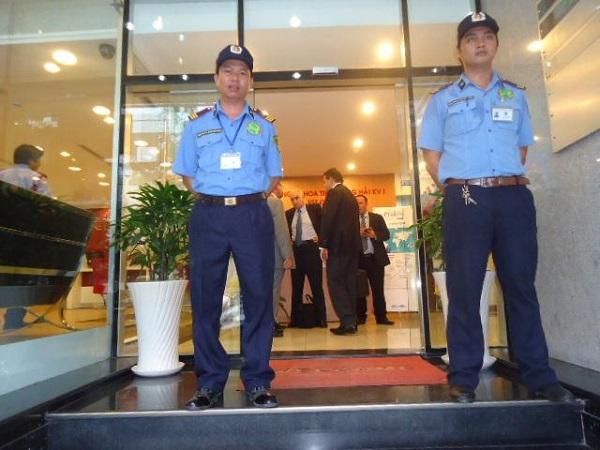 Công việc của nhân viên bảo vệ cửa hàng tuy thầm lặng nhưng rất quan trọng