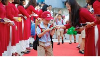 Trang phục giáo viên, mặc như thế nào cho phải đạo?