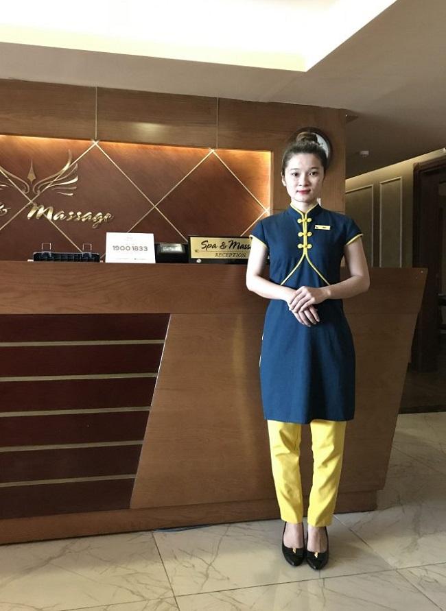 Đồng phục nhân viên lễ tân spa - massager của khách sạn Mường Thanh.
