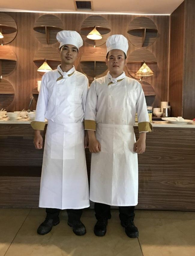 Đồng phục nhân viên bếp của Mường Thanh.