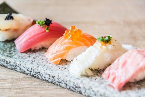 Món sushi tại một nhà hàng ở Tokyo nhận được 2 sao vàng Michelin