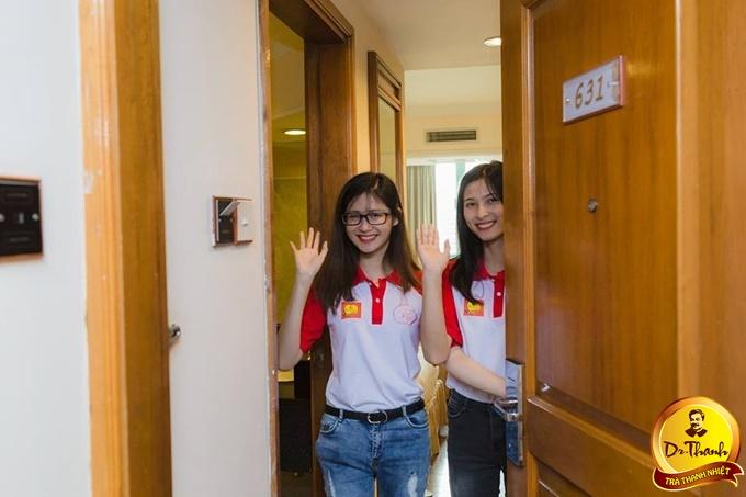 đồng phục áo phông sự kiện trắng phối đỏ