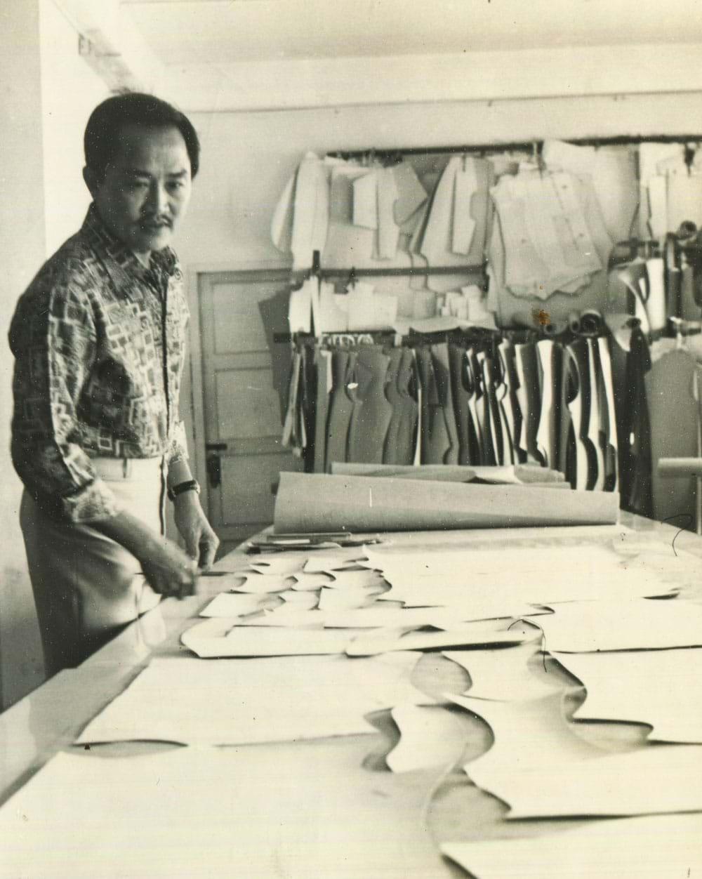 Nghệ nhân may mặc cao cấp lúc còn làm tại phòng kỹ thuật Công ty may Việt Tiến